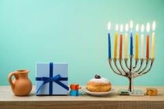 Fundo judaico do Hanukkah do feriado com menorah, sufganiyot, GIF imagem de stock
