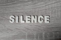 Fundo Letras na tabela de madeira ` Do silêncio do ` Foto de Stock Royalty Free