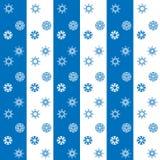 Fundo listrado sem emenda dos flocos de neve brancos e azuis do Natal Imagens de Stock Royalty Free