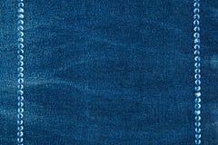 Fundo luxuoso da forma, embutido com os cristais de rocha azuis imagens de stock royalty free