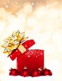 Fundo mágico do presente do Natal com quinquilharias vermelhas Imagens de Stock Royalty Free