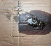 fundo marrom da textura do cartão ondulado com mancha de óleo do motor Imagens de Stock Royalty Free