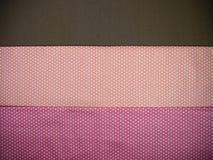 Fundo marrom e cor-de-rosa alaranjado do às bolinhas Fotos de Stock
