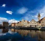 Canal de Ghent e rua de Graslei. Ghent, Bélgica Imagem de Stock
