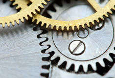Fundo metálico com maquinismo de relojoaria das rodas denteadas do metal Macro Fotos de Stock Royalty Free