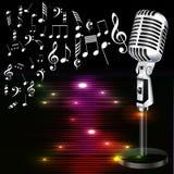 Fundo musical com um microfone e notas da música Fotografia de Stock Royalty Free