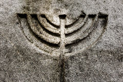 Fundo natural da pedra do símbolo do menorah da vela imagens de stock