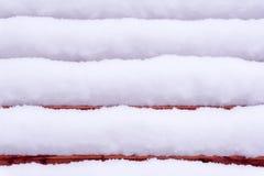 Fundo - neve em um banco imagens de stock
