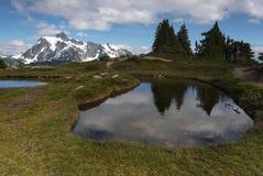 Fundo noroeste pacífico de Washington State Hiking Climbing Landscape Waterscape Fotos de Stock Royalty Free