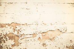 Fundo nostálgico de madeira velho com cor descascada no bege imagens de stock