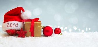 Fundo novo feliz de 2018 anos com chapéu de Santa Claus Fotografia de Stock Royalty Free
