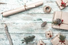 Fundo Objeto do pinho Cones Espaço para a mensagem do ` s de Santa Cartão do Natal, Natal, ano novo e Xmas Imagem de Stock Royalty Free