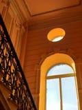 Fundo ou conceito, uma janela enorme em uma construção histórica imagem de stock royalty free