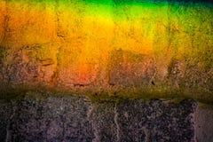 Fundo ou textura de um arco-?ris em uma telha concreta Mudan?a clara atrav?s do vidro prisma fotos de stock