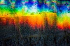 Fundo ou textura de um arco-?ris em uma telha concreta Mudan?a clara atrav?s do vidro prisma fotografia de stock royalty free