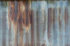 Fundo oxidado e do grunge de metal da folha do telhado, olhar muito velho, vin Foto de Stock