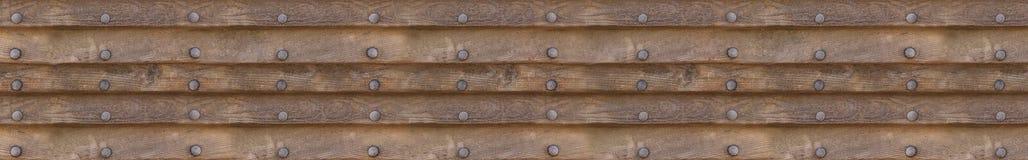 Fundo panorâmico dos painéis horizontais de madeira com os rebites do metal no fundo isolado Fotos de Stock