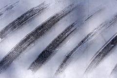 Fundo pintado à mão abstrato criativo cinzento e branco, papel de parede, textura, fragmento do close-up da pintura acrílica na l imagens de stock