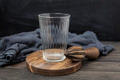 Fundo preto de madeira de vidro vazio foto de stock royalty free