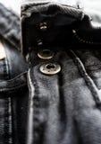 Fundo preto do sumário da textura das calças de brim: tom preto e branco Fotografia de Stock Royalty Free