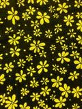 Fundo, preto e amarelo do teste padrão da flor Fotografia de Stock Royalty Free