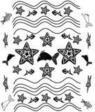 Fundo preto e branco com estrela do mar, ondas, peixes Imagens de Stock