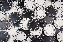 Fundo preto e branco da microplaqueta do póquer Fotos de Stock Royalty Free