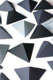 Fundo preto e cinzento monocromático dos tetraedros Fotos de Stock Royalty Free