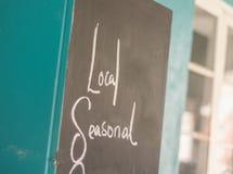 Fundo, quadro do café com as palavras locais e sazonais Imagens de Stock