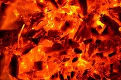 Fundo que consiste em carvões ardentes imagem de stock