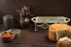 Fundo rústico velho do alimento com pão e molho Imagem de Stock