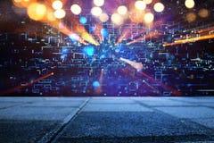 Fundo retro futurista do estilo retro de 80 ` s Digitas ou superfície do Cyber luzes de néon e teste padrão geométrico fotografia de stock royalty free