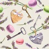 Fundo rural francês - a alfazema floresce, bolos do bolinho de amêndoa, chaves do vintage, corações de matéria têxtil Teste padrã Fotos de Stock Royalty Free