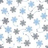 Fundo sem emenda com os flocos de neve de madeira no branco Fotografia de Stock Royalty Free