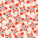 Fundo sem emenda da ilustração do Natal com a coruja vermelha bonito no fundo cor-de-rosa apropriado para o papel do papel de par Imagem de Stock Royalty Free