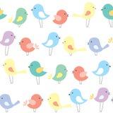 Fundo sem emenda do vetor com os pássaros bonitos dos desenhos animados Imagem de Stock