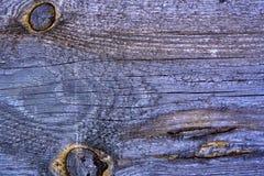 Fundo - superfície velha de uma placa de madeira do pinho Close-up Na superfície, em alguns lugares, uma resina secada aparece fotografia de stock
