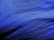 Fundo Tela azul brilhante da sarja de Nimes, matérias têxteis fotografia de stock