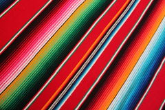 Fundo tradicional mexicano da festa do poncho do tapete do de Mayo do cinco do serape do poncho de México com listras imagens de stock royalty free