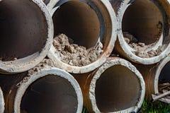 Fundo tubulações concretas para canais concretos subterrâneos tais como cursos de água, etc. imagens de stock royalty free
