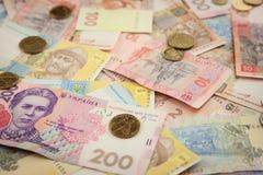 Fundo ucraniano brilhante novo dos banknots e das moedas do dinheiro dos hrivnas Fotografia de Stock