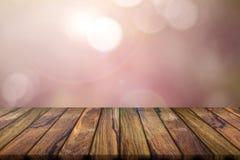 Fundo vazio da madeira da teca e fundo borrado sumário Natu fotos de stock royalty free
