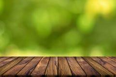Fundo vazio da madeira da teca e fundo borrado sumário Natu fotografia de stock