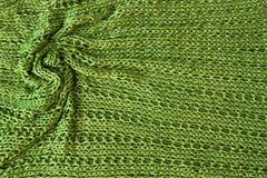 Fundo verde do knit com dobras torcidas foto de stock