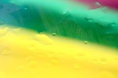 Fundo verde e amarelo vermelho da gota da água Imagem de Stock