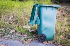 Fundo verde plástico velho do lixo Foto de Stock Royalty Free