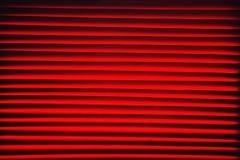 Fundo vermelho abstrato com o close up horizontal das listras foto de stock