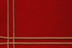 Fundo vermelho com corrente dourada Foto de Stock Royalty Free