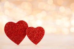 Fundo vermelho do bokeh do coração, cartão do dia de são valentim fotografia de stock