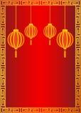 Fundo vermelho do estilo chinês com lanternas douradas Fotos de Stock Royalty Free